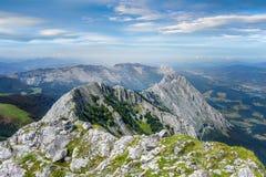 Catena montuosa di Anboto il giorno soleggiato Fotografia Stock