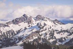 Catena montuosa di Tatoosh in supporto Rainier National Park fotografia stock