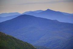Catena montuosa distante Fotografia Stock