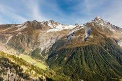 Catena montuosa durante il giorno di estate - Francia delle alpi Fotografia Stock