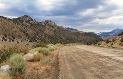 Catena montuosa e cielo drammatico, California Fotografie Stock Libere da Diritti