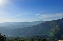 Catena montuosa naturale con la vista del paesaggio del sole Fotografia Stock Libera da Diritti