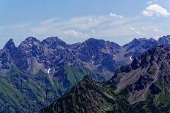 Catena montuosa nelle alpi di Allgäu in Baviera Fotografia Stock