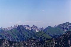 Catena montuosa nelle alpi di Allgäu in Baviera Fotografie Stock