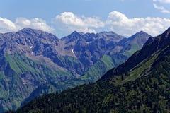 Catena montuosa nelle alpi di Allgäu in Baviera Immagine Stock