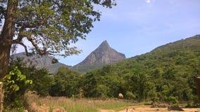 Catena montuosa rocciosa in alpeggio Fotografie Stock Libere da Diritti