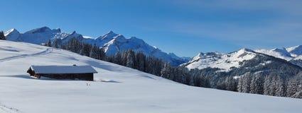 Catena montuosa veduta dal supporto Hohe Wispile, Svizzera Inverno Fotografia Stock Libera da Diritti
