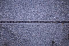 Catena sulla via, su ashpaslt fotografia stock