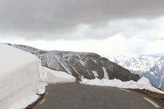 Catene montuose di Snowy in alpi marittime, Francia Fotografie Stock Libere da Diritti