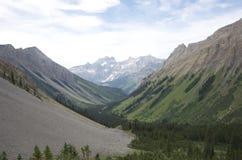 Catene montuose e valli verdi Fotografie Stock Libere da Diritti