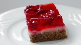 catering De cake van de frambozengelei met room stock videobeelden