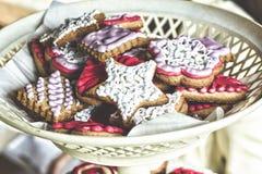 catering doces ao Dia da Independência dos E.U. Biscoitos com creme estrela-dado forma Profundidade de campo rasa Cozimento do Na Fotos de Stock Royalty Free