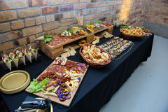 Catering - jedzenie Na talerzach Zdjęcia Royalty Free