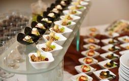 Catering, koud snacksassortiment stock foto's
