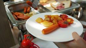 Catering of ontbijtbuffet bij een hotel stock videobeelden
