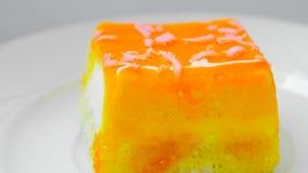 catering Smakelijke cake met oranje jam stock footage