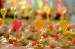 Catering z plastikowymi kolorowymi kierowymi kształtów kijami Obraz Royalty Free