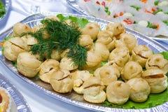 Cateringu bufeta styl - babeczki   zdjęcie royalty free