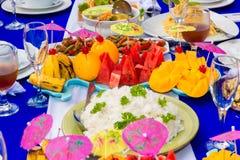 Cateringu stołu setu usługa z silverware i szkła stemware przy zdjęcia stock