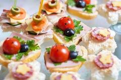 Cateringu zimnego mięsa kanapka zdjęcie royalty free