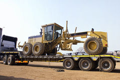 Caterpillar 140H Transporter - On Flatbed Trailer Royalty Free Stock Photos