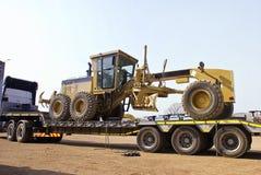 Free Caterpillar 140H Transporter - On Flatbed Trailer Royalty Free Stock Photos - 6221728