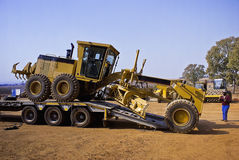 Caterpillar 140H - Unloading Royalty Free Stock Photos