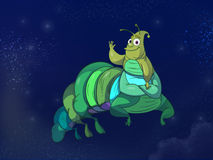 Caterpillar auf blauem Hintergrund Lizenzfreies Stockfoto