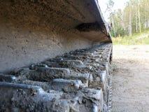 Caterpillar av den militära behållaren eller grävskopan Arkivbilder
