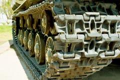 Caterpillar av den militära behållaren eller grävskopan Storen specificerar arkivfoto