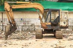 Caterpillar bij bouwwerf wordt geparkeerd die Stock Foto's
