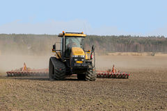 Free Caterpillar Challenger Crawler Tractor And Seedbed Cultivator Stock Photo - 40067530