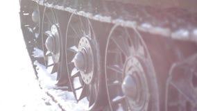 Caterpillar de la película Tanque-vieja acorazada almacen de metraje de vídeo