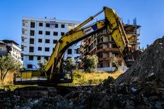 Caterpillar grävskopaOn Building Construction område Royaltyfri Bild