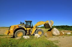 Caterpillar 952 M front end loader carrying sand Stock Image