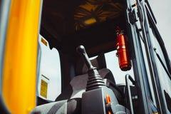 Caterpillar traktor på utställningen Arkivfoton