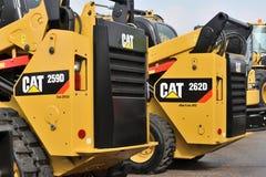 Caterpillar tungt utrustningmedel och logo royaltyfri fotografi