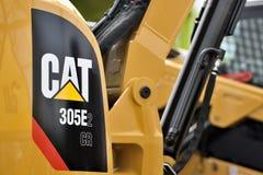 Caterpillar tungt utrustningmedel och logo arkivbilder