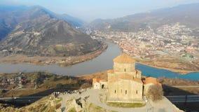 Cathédrale aérienne de Svetitskhoveli de vue de bourdon, Tbilisi, la Géorgie clips vidéos