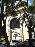 Cathédrale Anglicane sur le rocher de Gibraltar à l'entrée vers la mer Méditerranée Image libre de droits