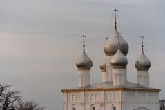 Cathédrale avec cinq dômes argentés en Rostov Photo libre de droits
