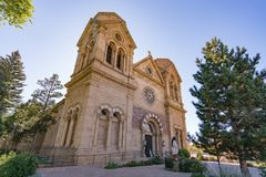 Cathédrale Bascilica de St Francis Assisi en Santa Fe Photos stock