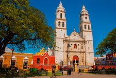 Cathédrale, Campeche, Mexique : Plaza de la Independencia, dans Campeche, ville du ` s du Mexique vieille de San Francisco de Cam photo libre de droits