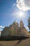 Cathédrale d'épiphanie dans le monastère de Nilov sur le lac Seliger, région de Tver Photographie stock libre de droits