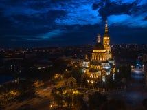 Cathédrale d'annonce à Kharkiv la nuit photos libres de droits