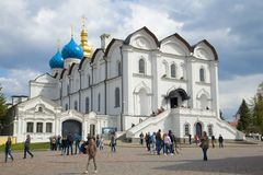 Cathédrale d'annonce du jour d'avril de nuage de plan rapproché de Kazan Kremlin Photographie stock