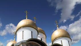 Cathédraled'Assumptiondu Dormition, sobord'Uspensky contre le ciel À l'intérieur de Moscou Kremlin, jour de la Russie clips vidéos