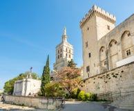 Cathédrale d'Avignon à côté de palais papal photo libre de droits