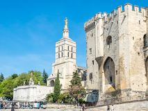 Cathédrale d'Avignon à côté de palais papal image libre de droits