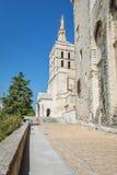 Cathédrale d'Avignon à côté du palais papal à Avignon images stock